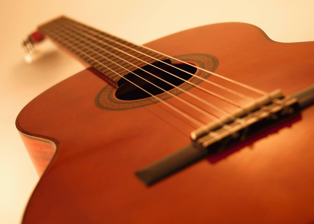 Il Maestro Agostino Valente mostra in Francia il vero volto della chitarra