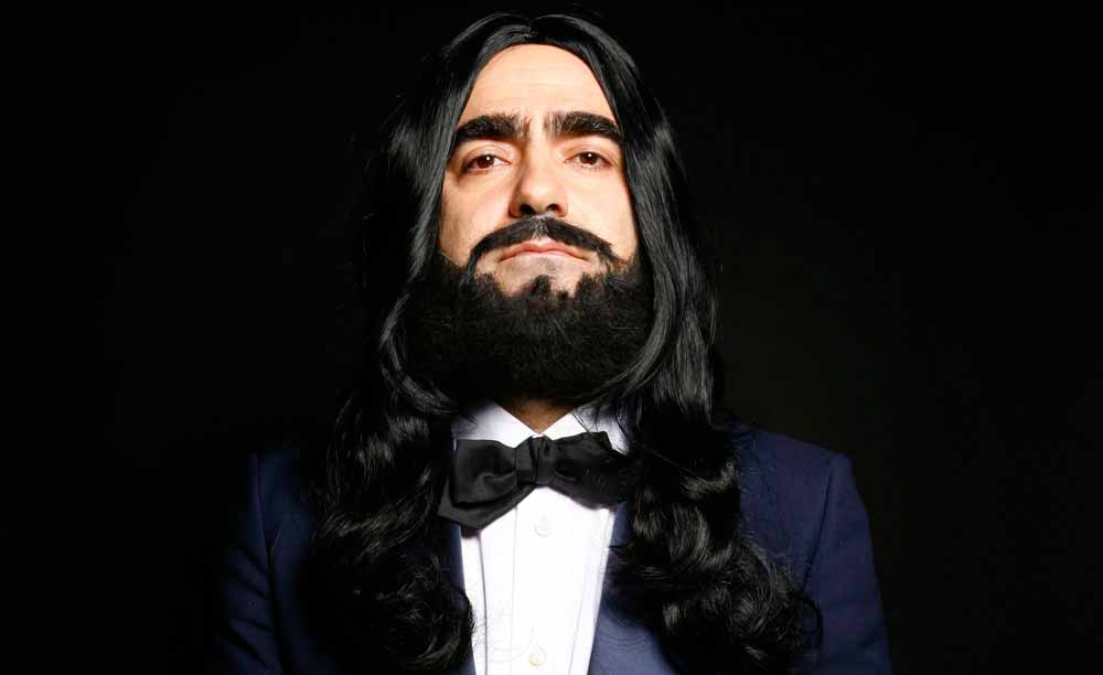 Elio va in scena con lo spettacolo 'Figaro il barbiere'
