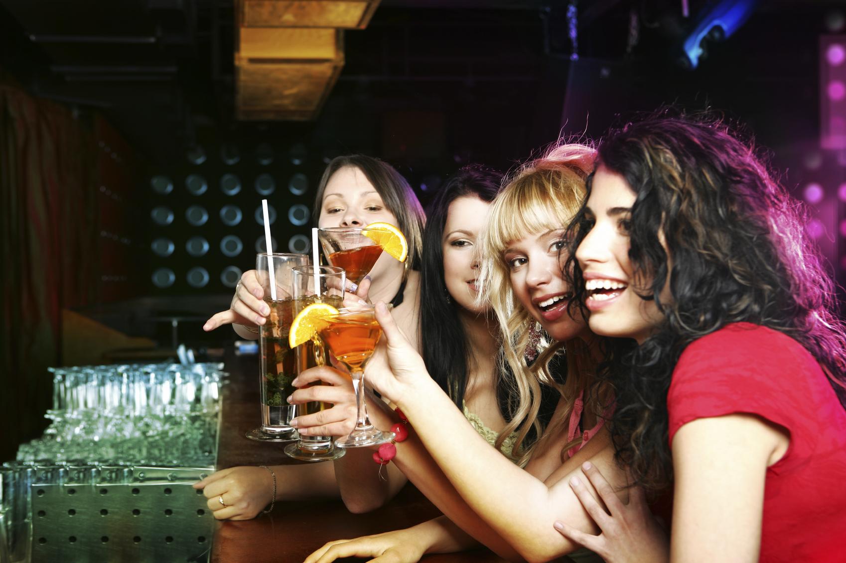 Alcol, bere con moderazione potrebbe danneggiare il cercello