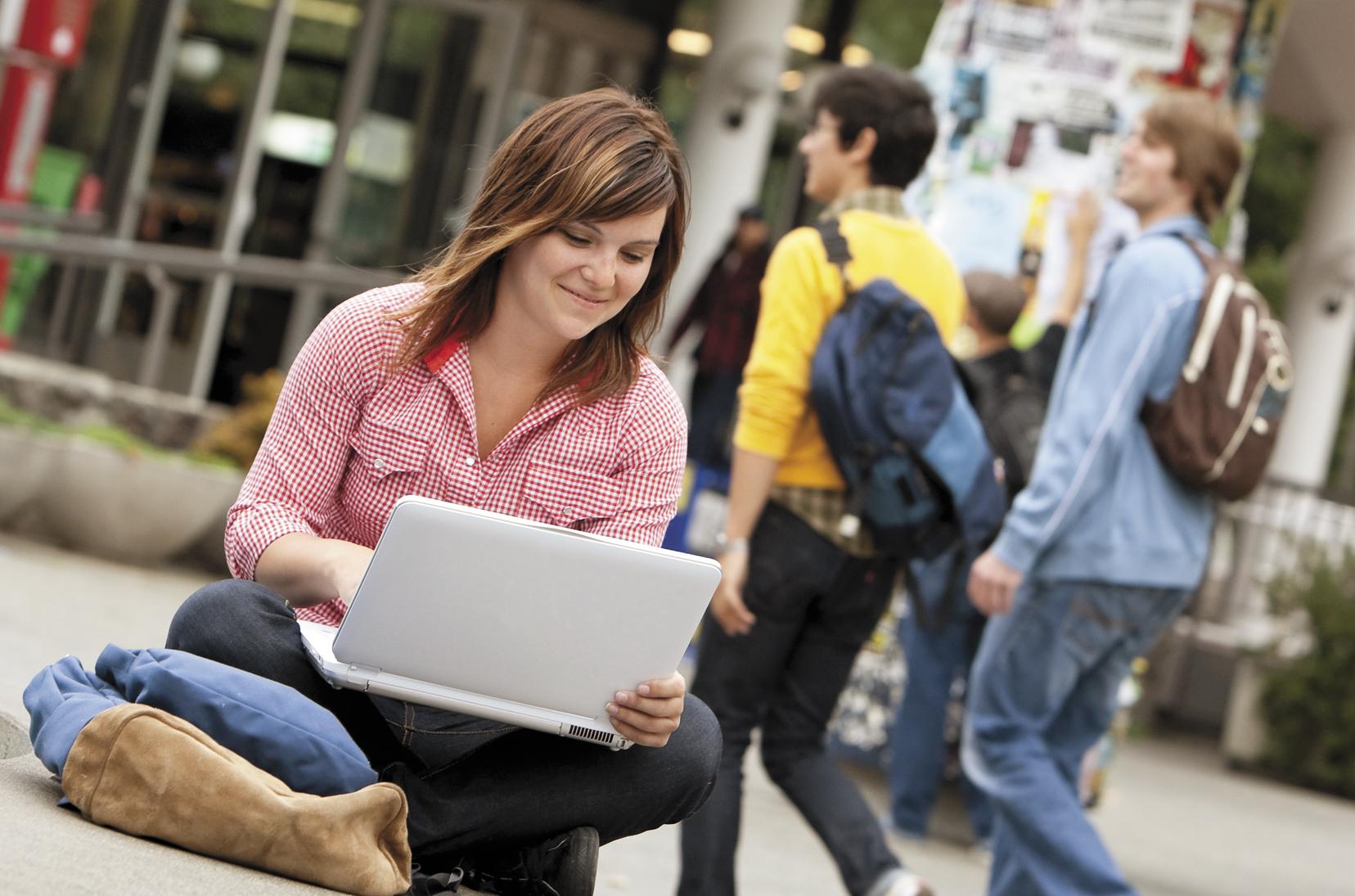 Uno studente su quattro compie o subisce atti di cyberbullismo