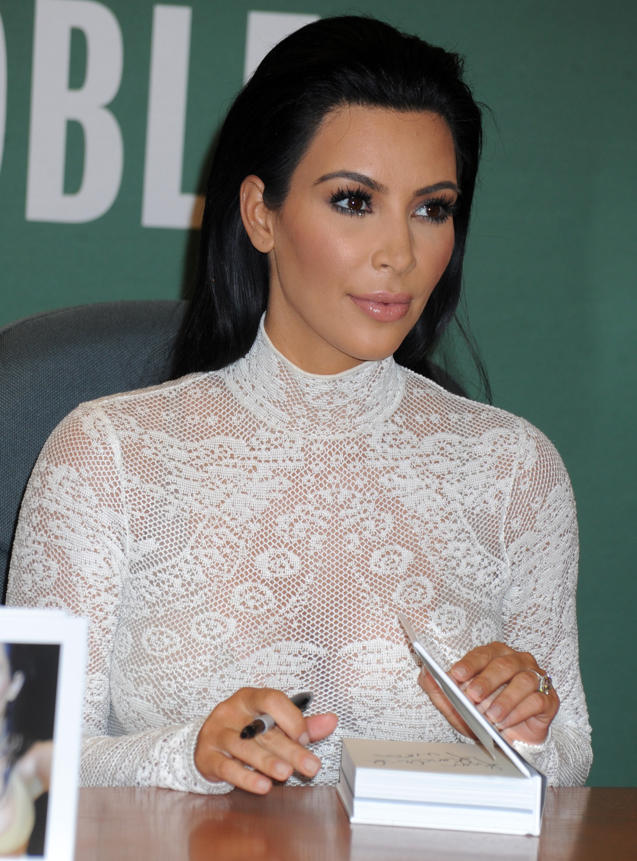 Kim Kardashian signs copies cf 'Selfish'