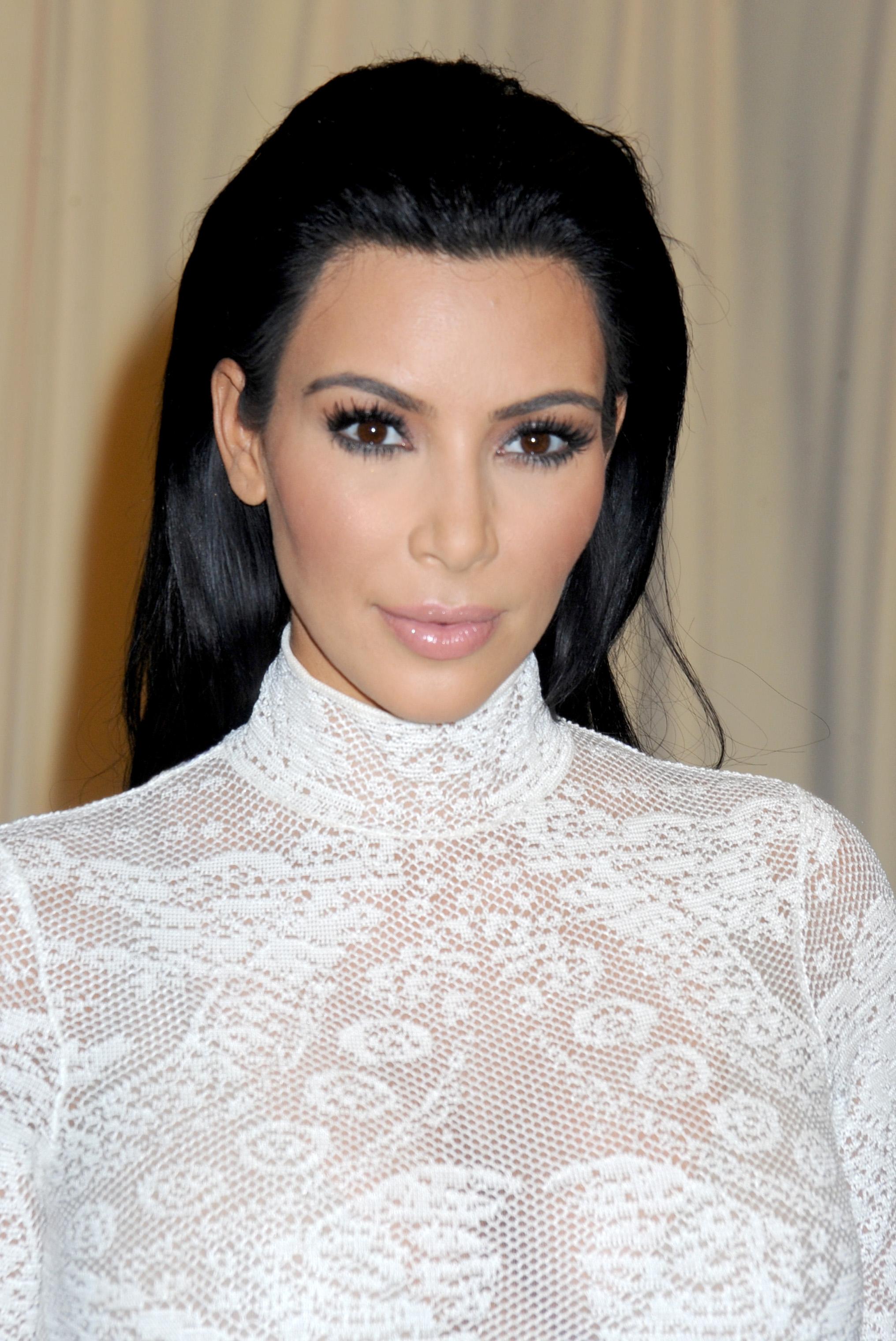 Kim Kardashian signs copies cf 'Selfish'