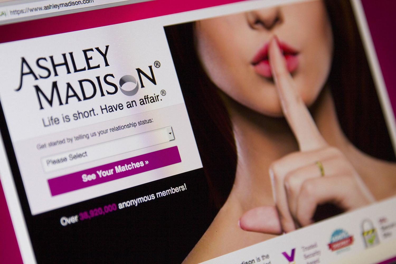 Ashley Madison: dati pubblicati, i vip tremano