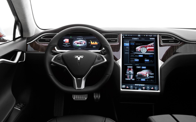 Tesla, la macchina che arriva in un click