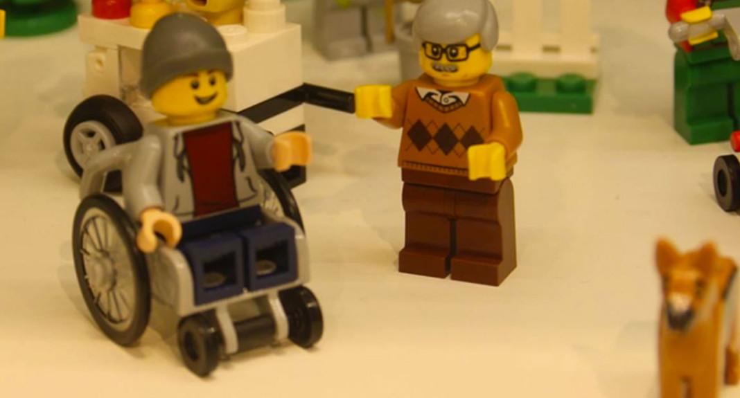 Arriva il primo disabile della Lego nel reparto giocattoli