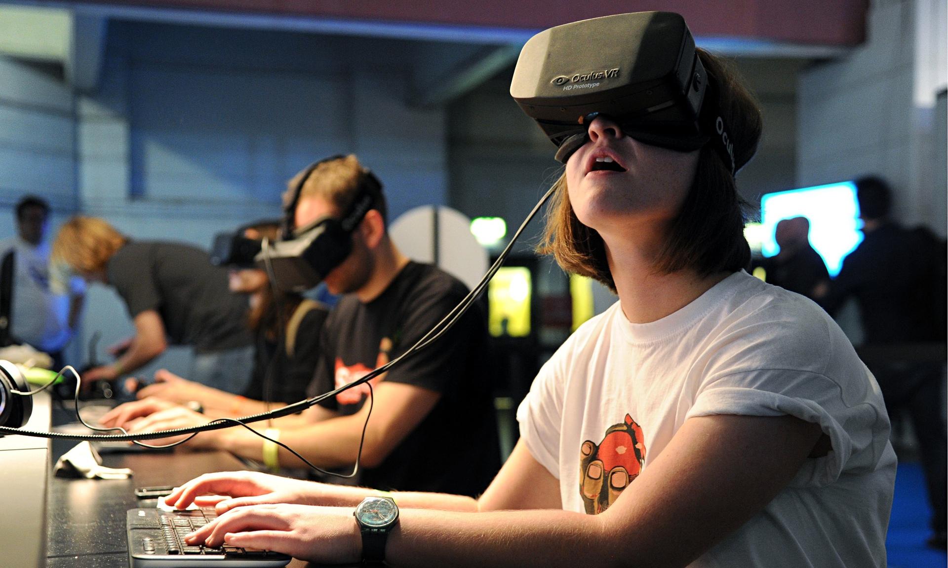 Mark Zuckerberg, realtà virtuale e l'immagine che fa discutere il web