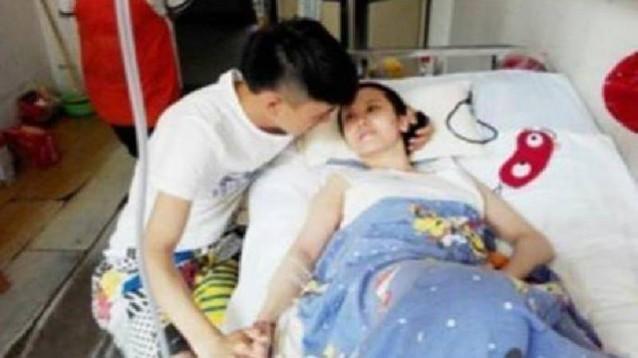 Veglia la fidanzata in coma per 8 mesi. Al risveglio, la rivelazione choc .