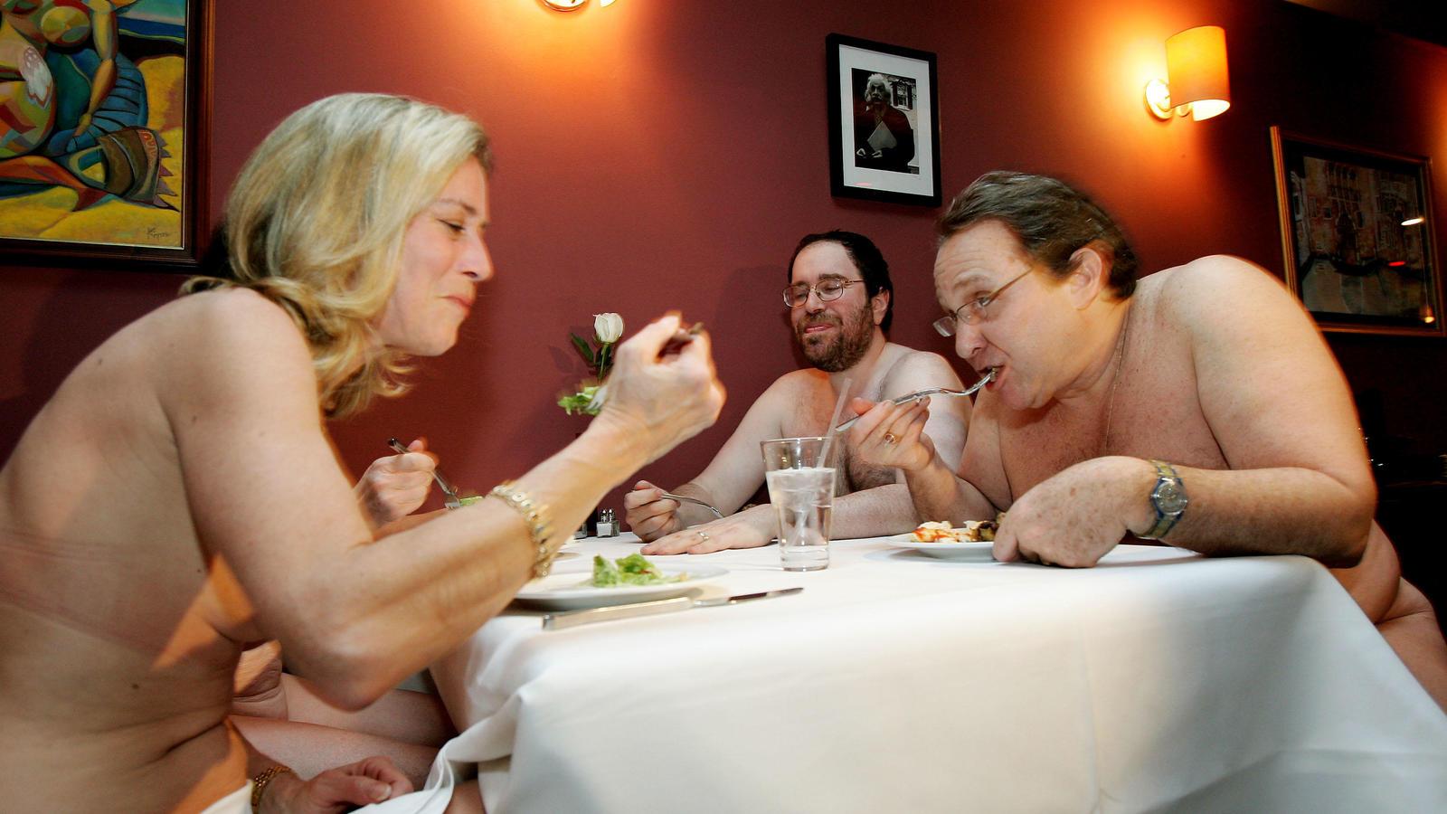 Apre a Londra il primo ristorante per nudisti, la lista di attesa è già a 5000 persone