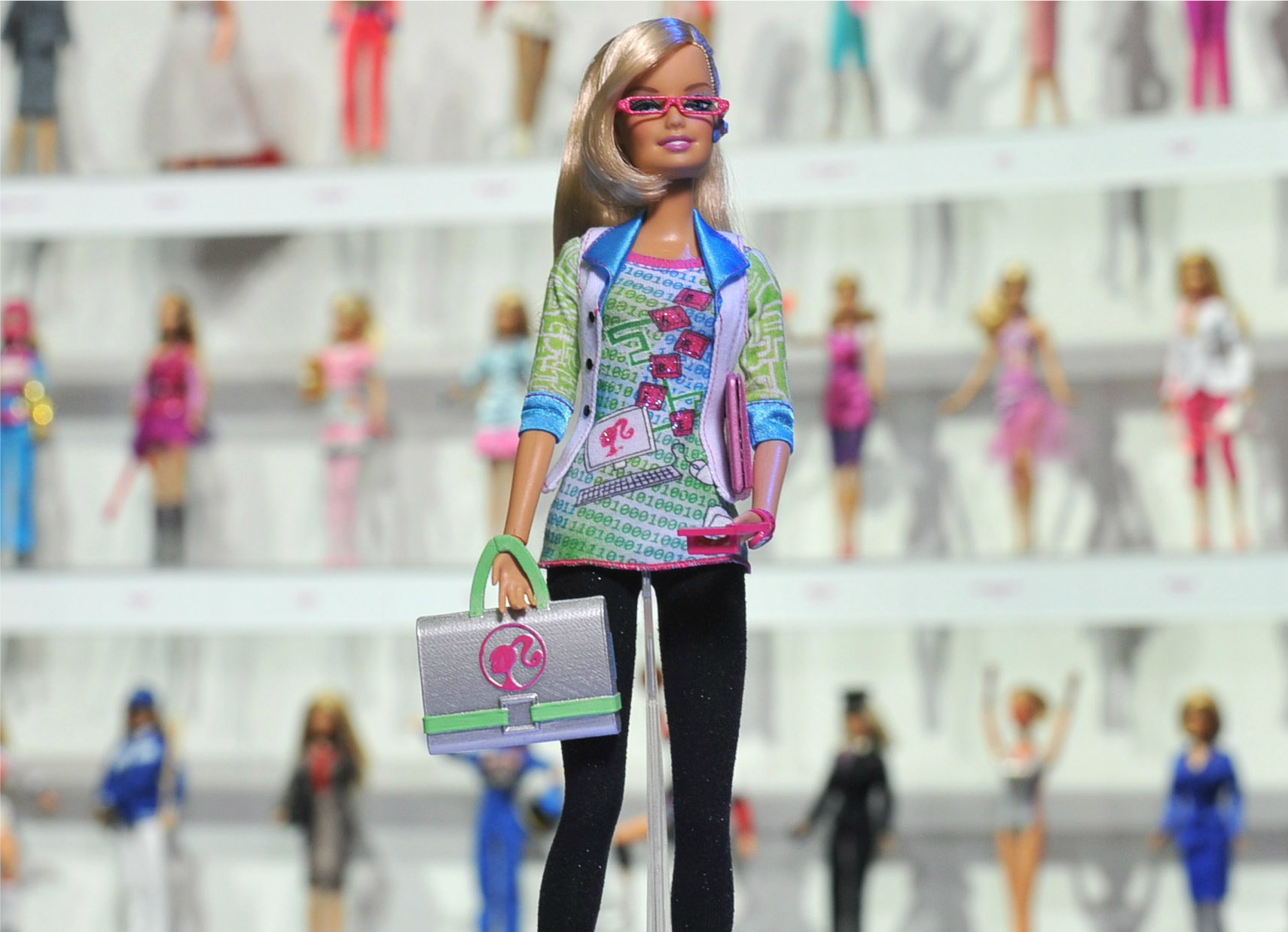 Barbie-computer-engineer-cant-program