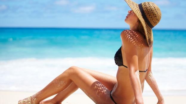 Come preparare la pelle al primo sole per un'abbronzatura perfetta