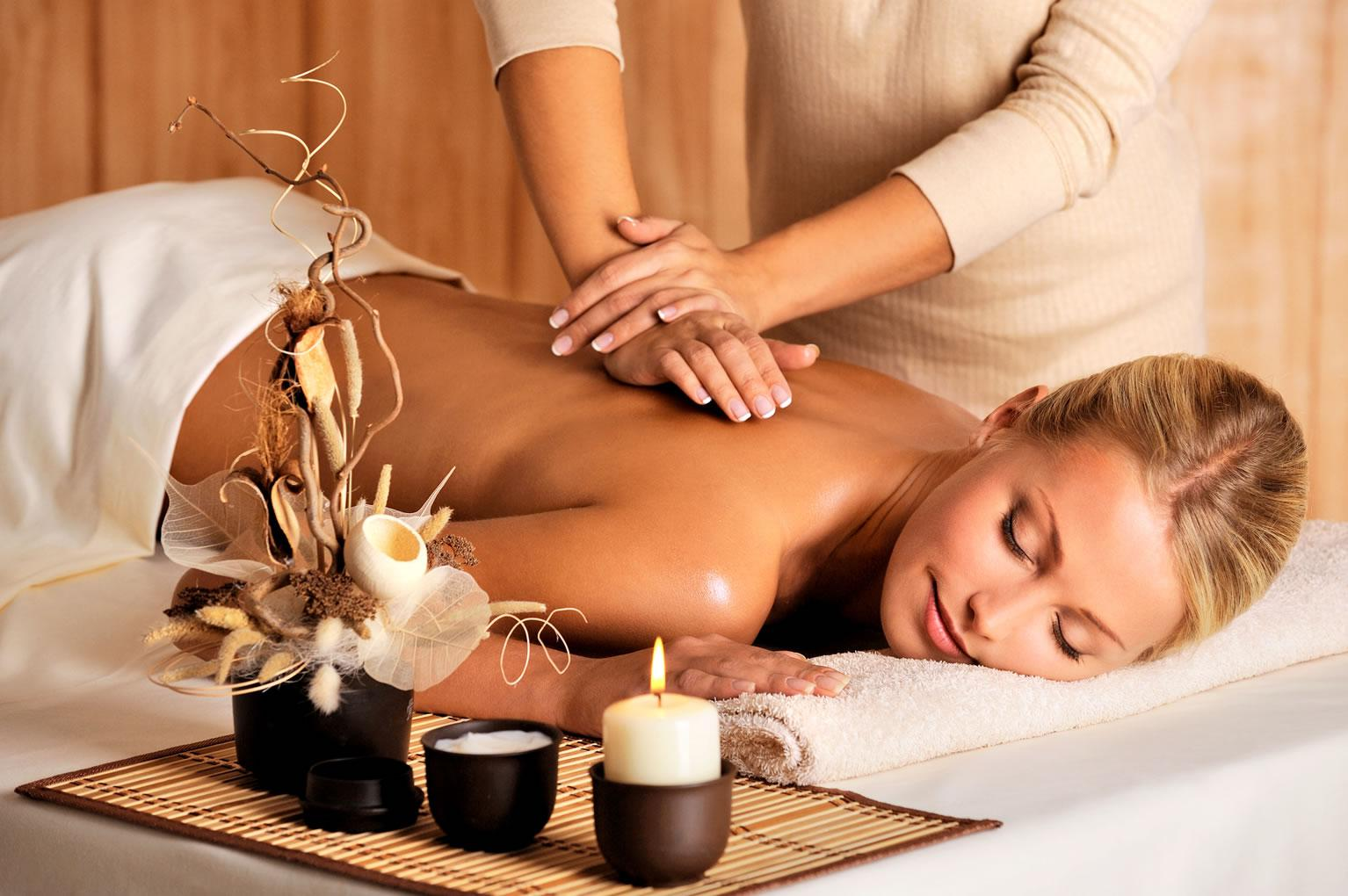 """Crema in madreperla e massaggi rilassanti: la pedicure """"di lusso"""" più amata dalle star"""