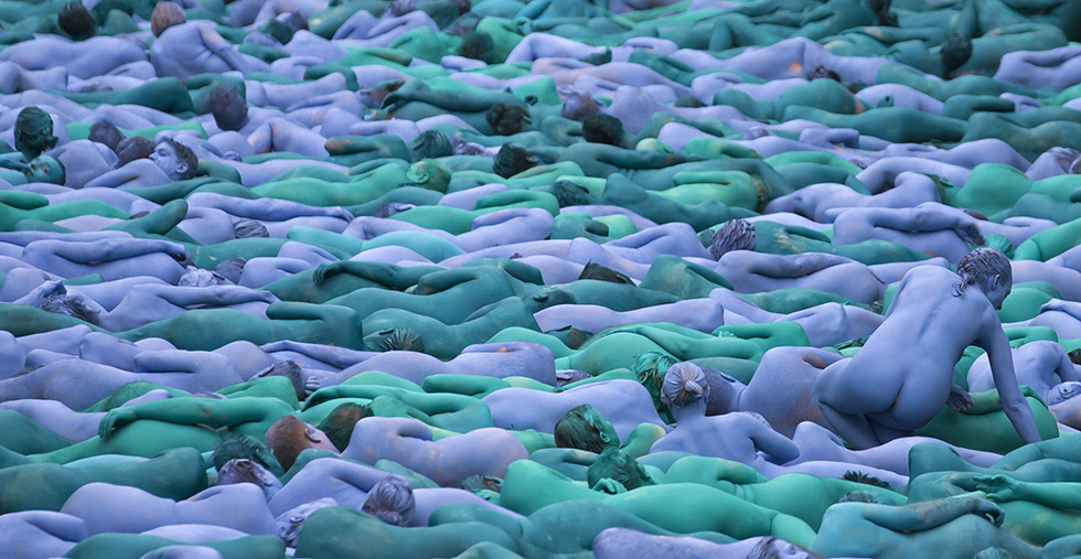 I nudi blu di Spencer Tunick a Hull
