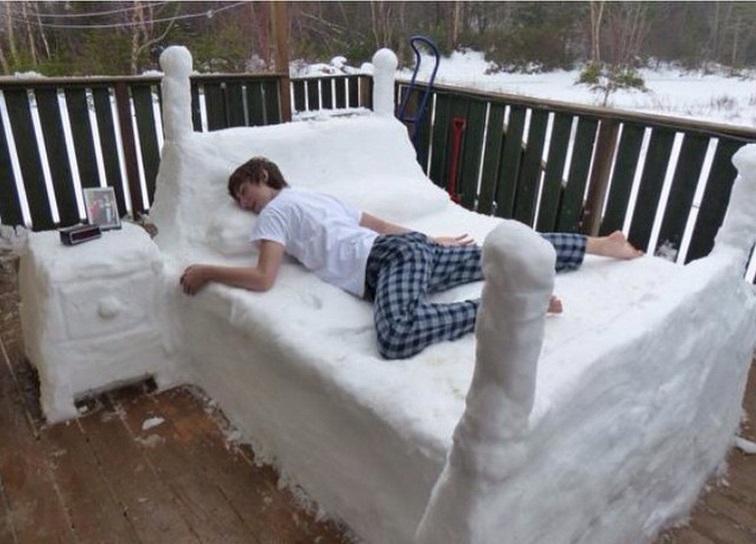 Le posizioni per dormire bene quando fa caldo