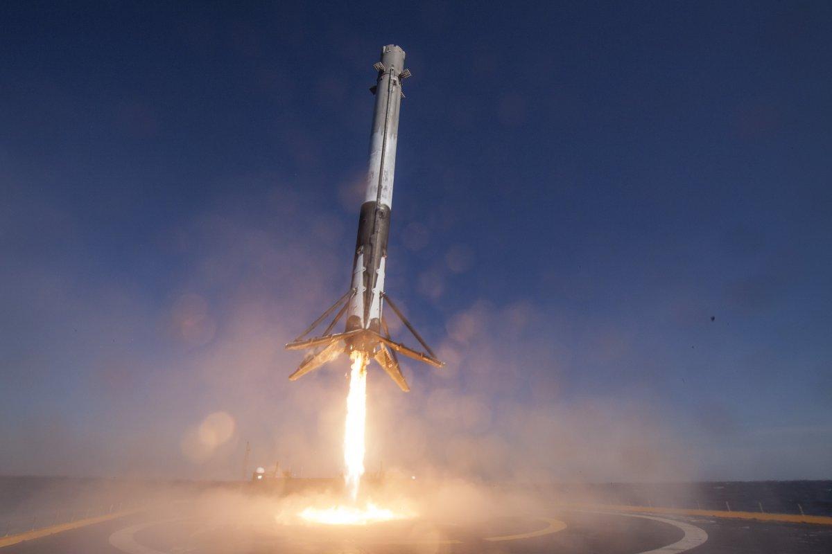 Space X: Falcon 9 lancia Dragon verso la ISS e atterra di nuovo