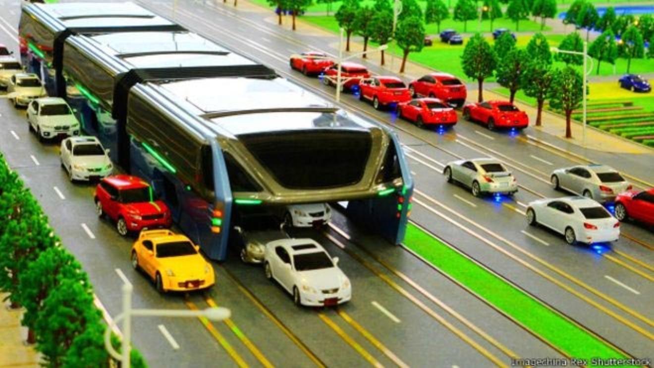 Cina, inaugurato TEB l'autobus che passa sopra le auto